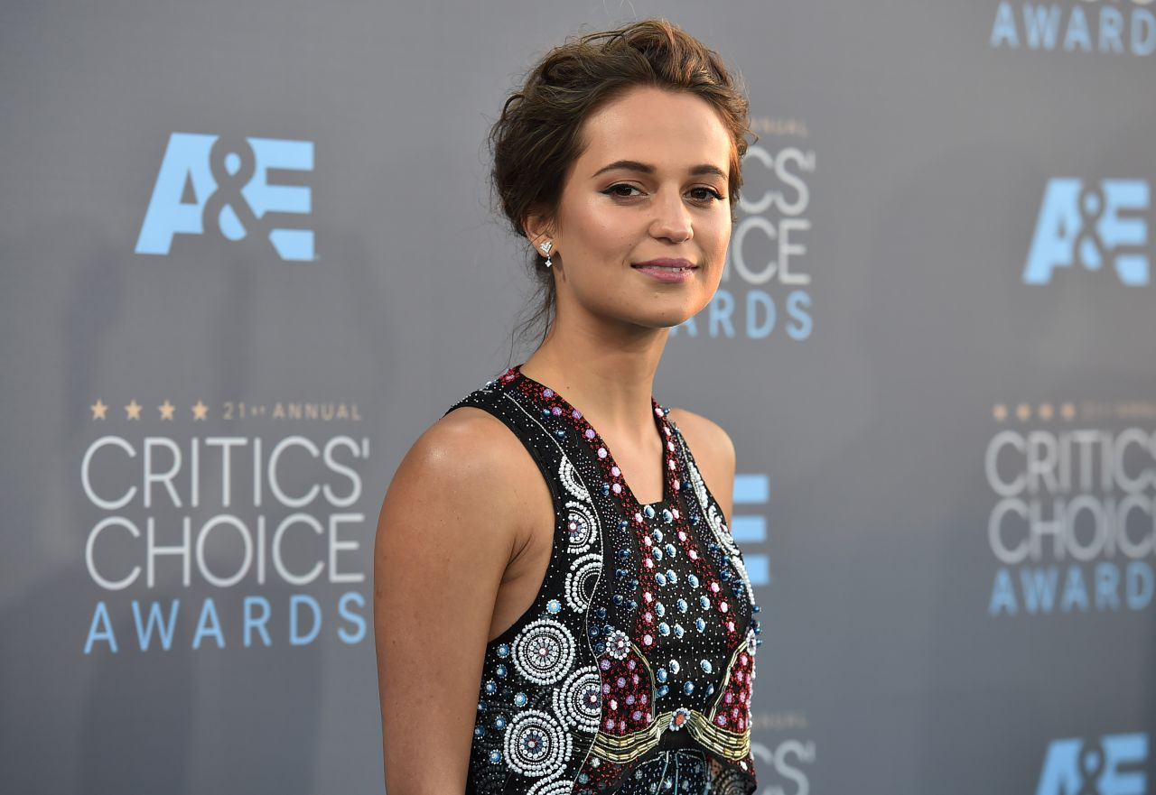 alicia-vikander-2016-critics-choice-awards-