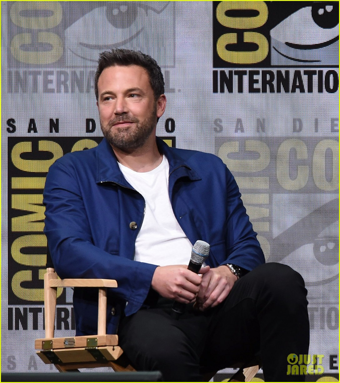 gal-gadot-ben-affleck-justice-league-comic-con-panel-20
