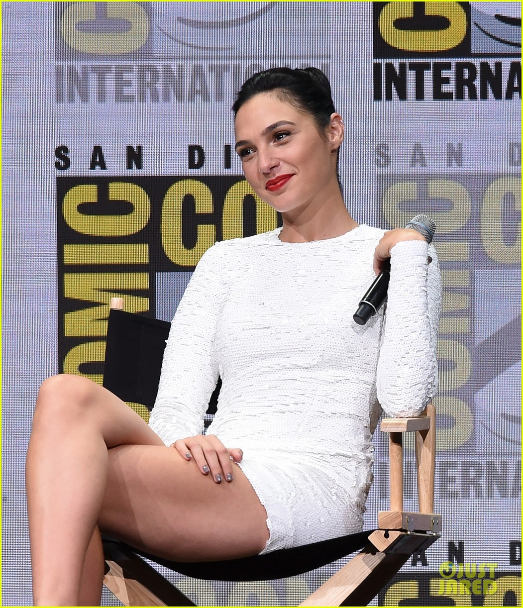 gal-gadot-ben-affleck-justice-league-comic-con-panel-21